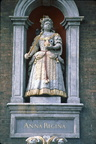 Guildhall: statue of Queen Anne; April 1983 (J0902161E04)
